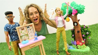 Nicoles Arbeitsagentur. Barbie arbeitet im Zoo! Puppen Video auf Deutsch