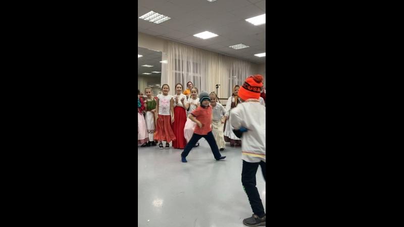 Видео от Детский фольклорный ансамбль Веретенник