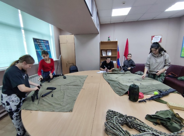 Занятия у юнармейцев Рузского округа проходят каждое воскресенье в Молодежном центре. Юноши и девушки