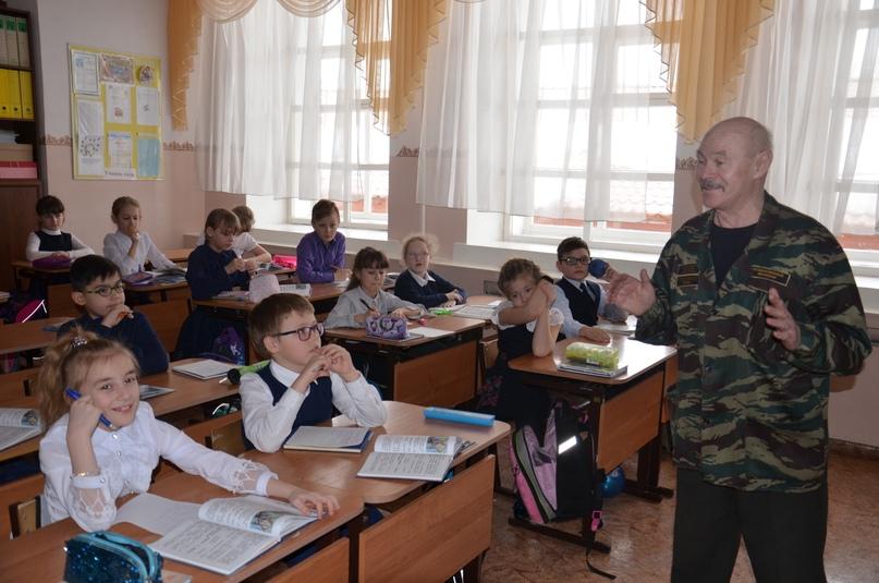 «Александр Васильевич меняет профессию», изображение №2