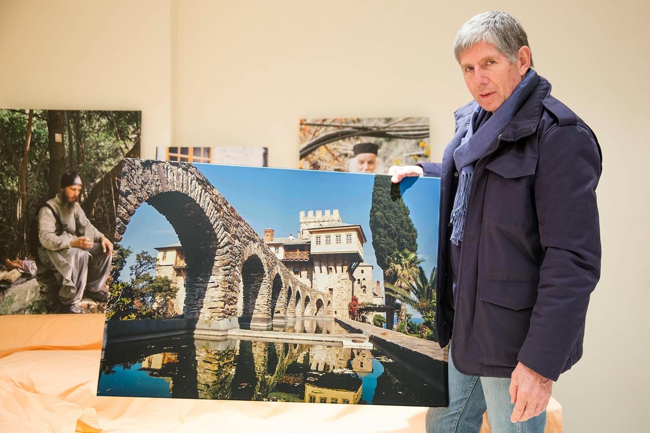 Работы известного греческого фотохудожника Костаса Асимиса, посвященные Святому...