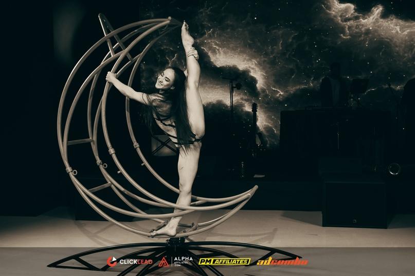 Акробатическое перформанс-шоу «LaLuna»